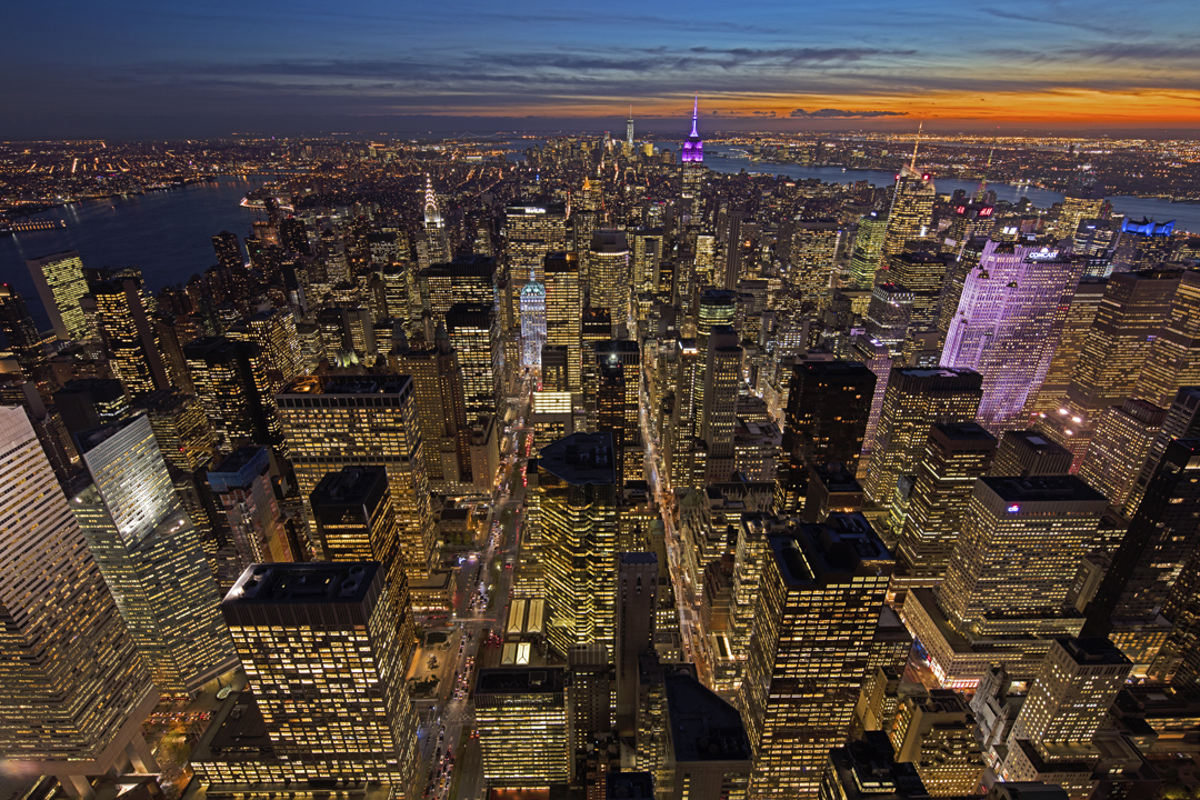 A view of midtown and lower Manhattan from atop 432 Park Avenue. image: richard berenholtz