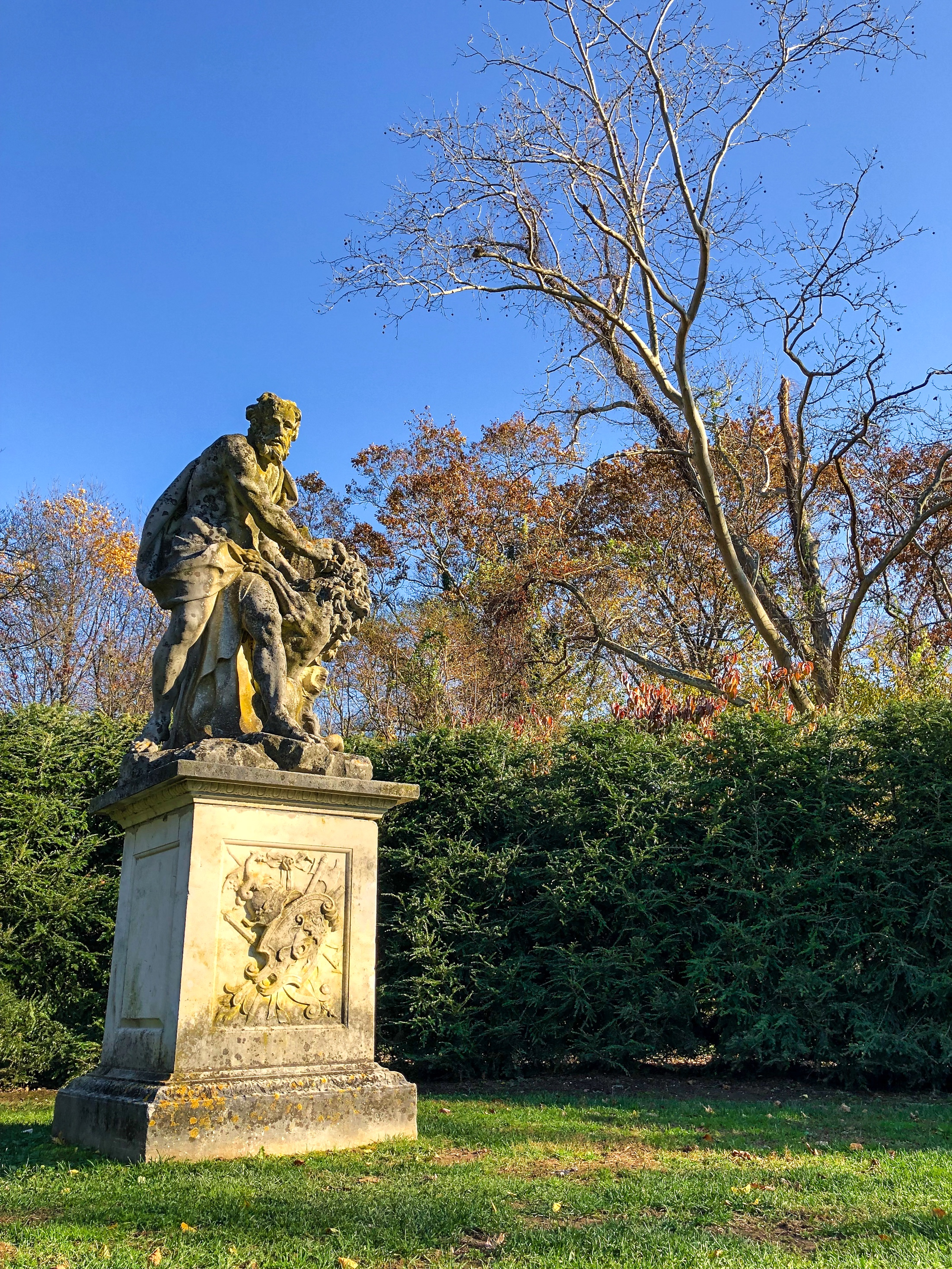 __@ ART-Old man & Lion_Old Westbury Gardens_11.11.18.jpg