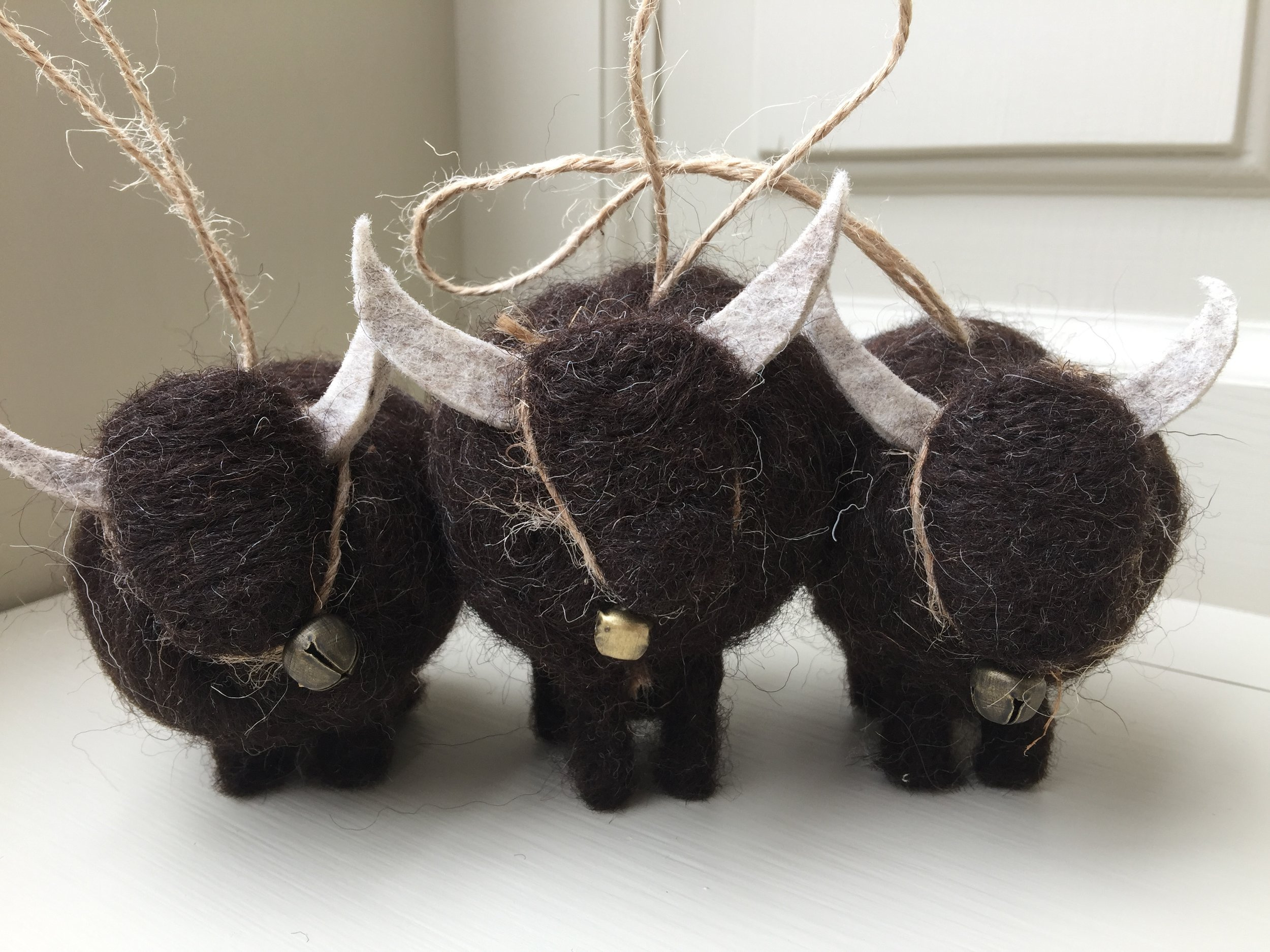 Needle felted animals  - these highland cows are individually handmade & completely unique   I make a huge variety of miniature felted animals : sheep, cows, bears,mice,dogs, cats, etc. I personalised each one as I see fit - I happily do commissions too, so email me should you have any special requests.  Sizes do vary, depending on type of animal.   Each creature is lovingly created using natural British sheep fleece  .