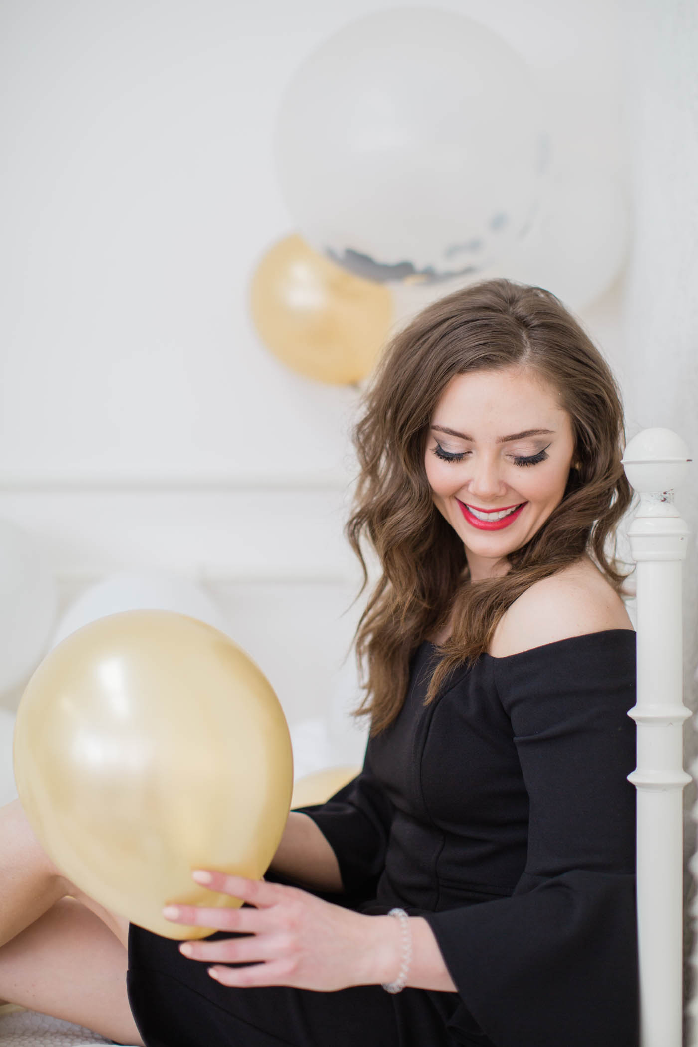birthday-photoshoot-balloons