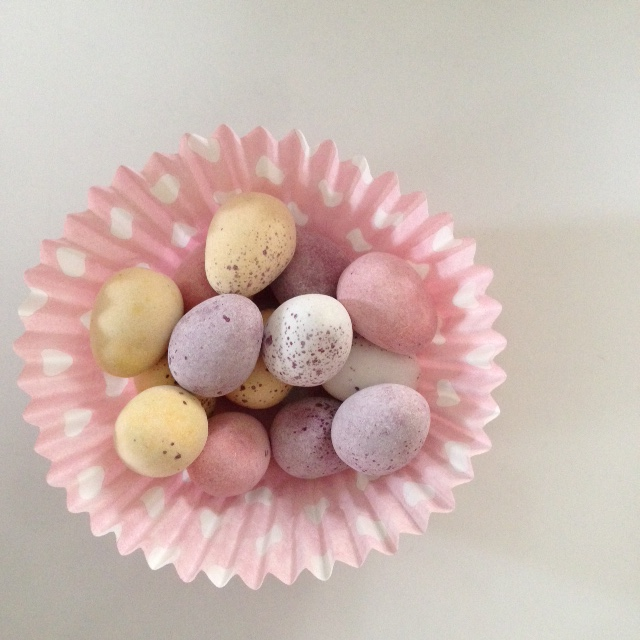 Mini-egg place settings - pile a handful in a cupcake case and popped on plates for lucky diners.