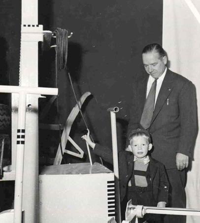 Erkki Snell uransa alussa isänsä Ensio Snellin kanssa vuonna 1955.