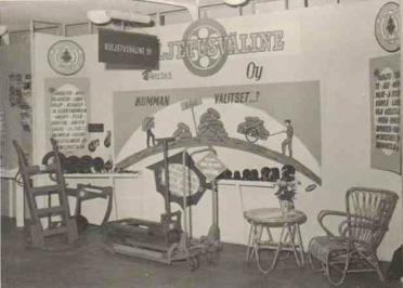 Kuljetusväline Oy:n ensimmäinen messuosasto Messuhallissa 1952.