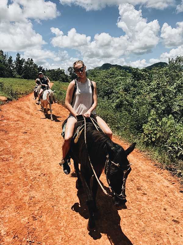 horseback riding vinales