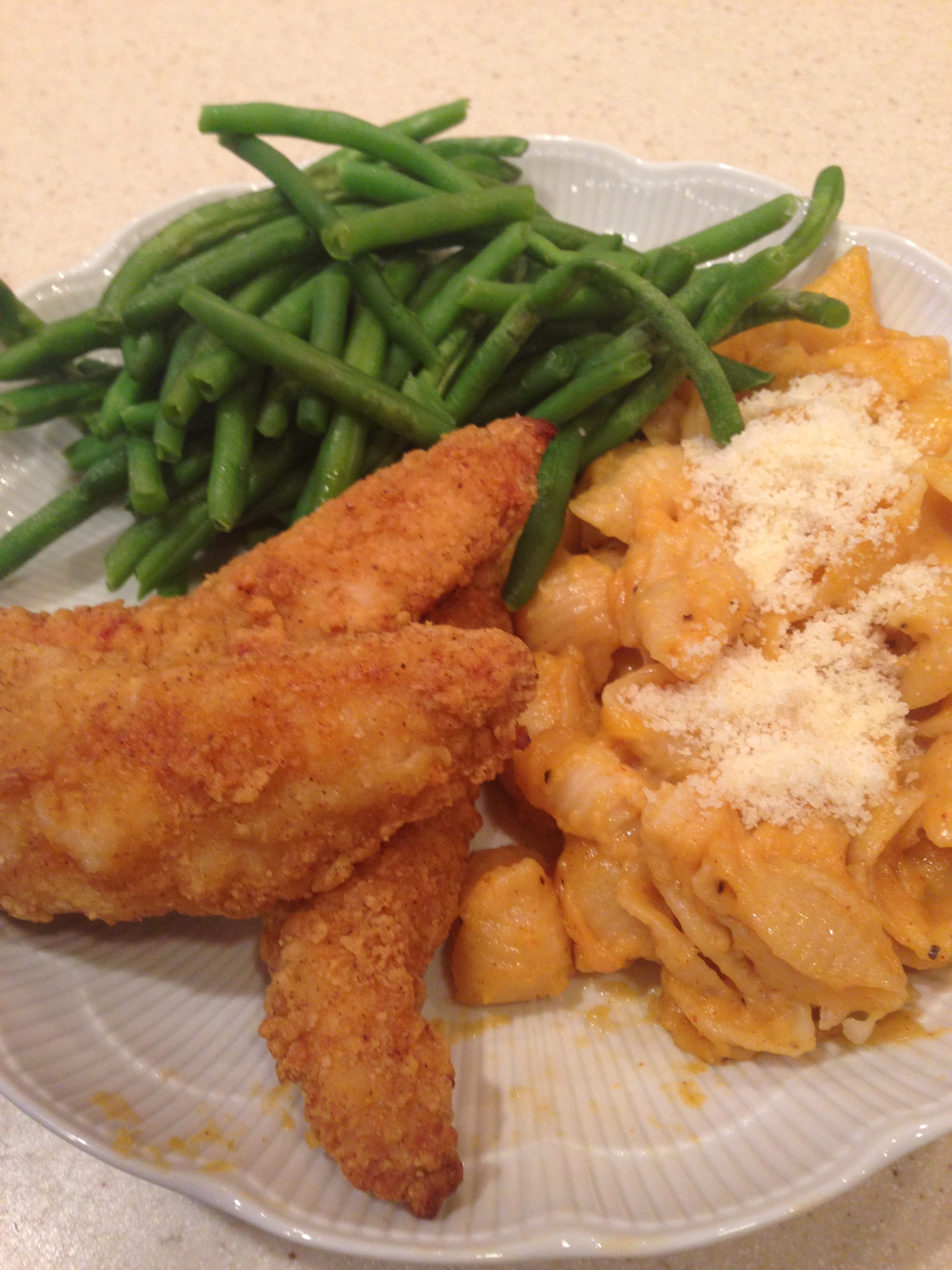 My favorite dinner combo: mac 'n cheese, chicken tenders and green beans!