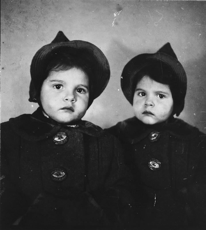 Yehudit and Leah Csengeri.jpg