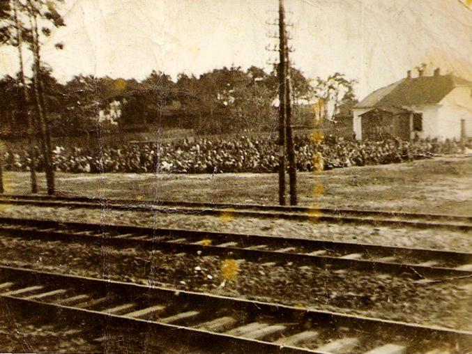 Otwock_Jews_-_September_19,_1942 (1).jpg