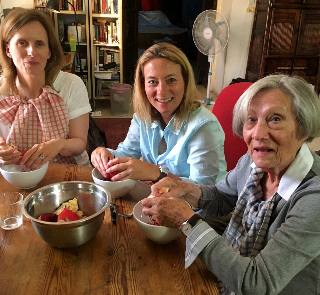 Put your friends to work peeling the pomegranates. If you're very lucky, like me, even the birthday girl will agree to help!  Tea towels to protect their clothes are a must ... a drink of ginger ale, jalapeno peppers and lemon is recommended.