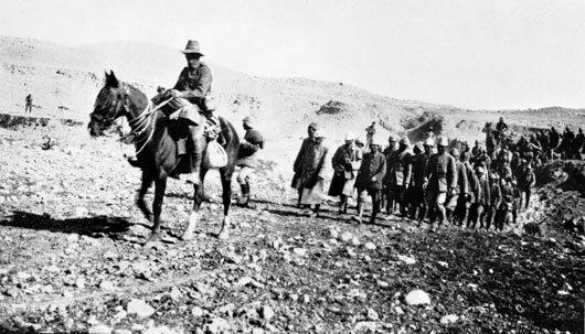 Turkish prisoners being led by the Australian Light Horse, 1917. (Australian War Memorial.)