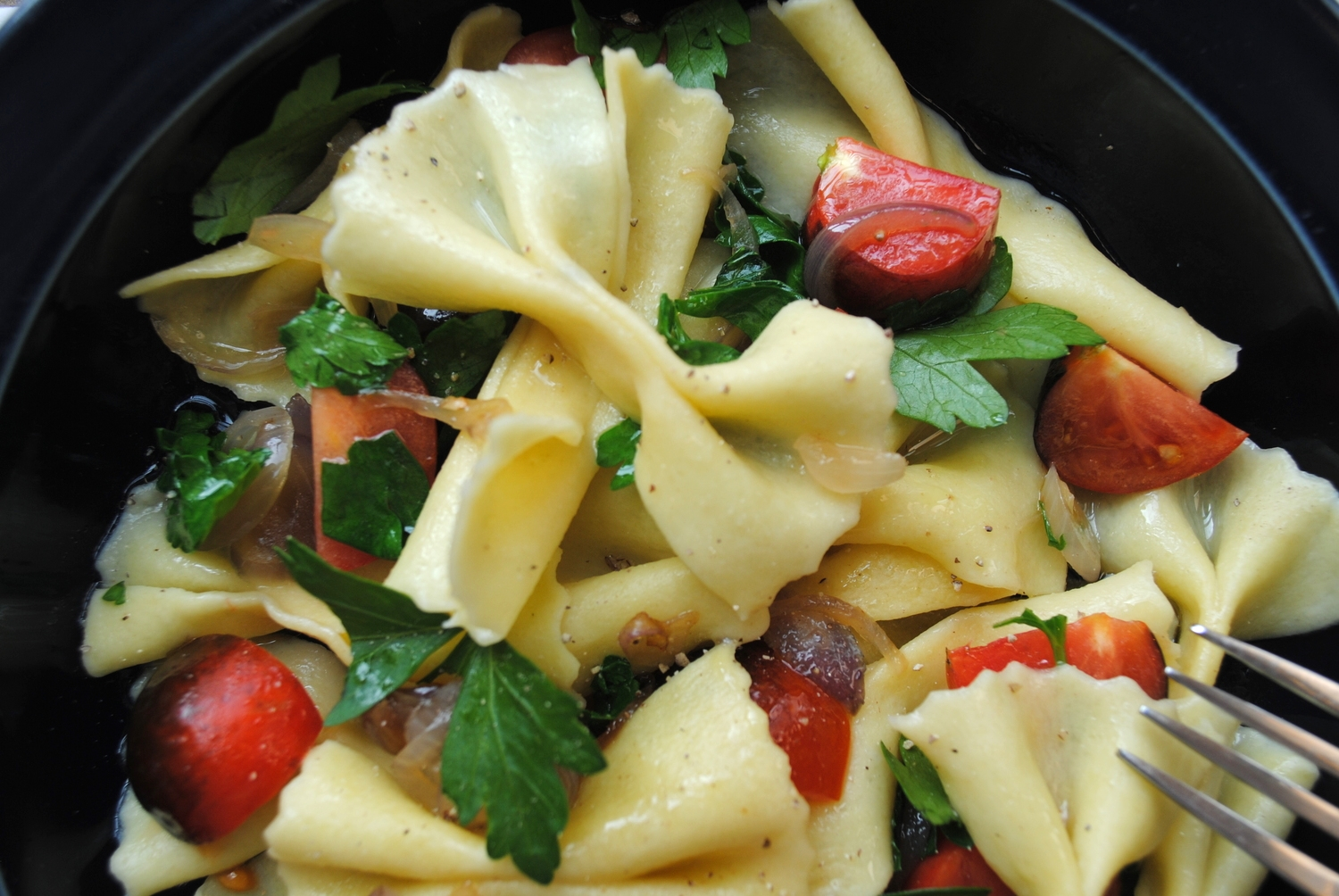Farfalle with black prince tomato, parsley, shallots, black pepper