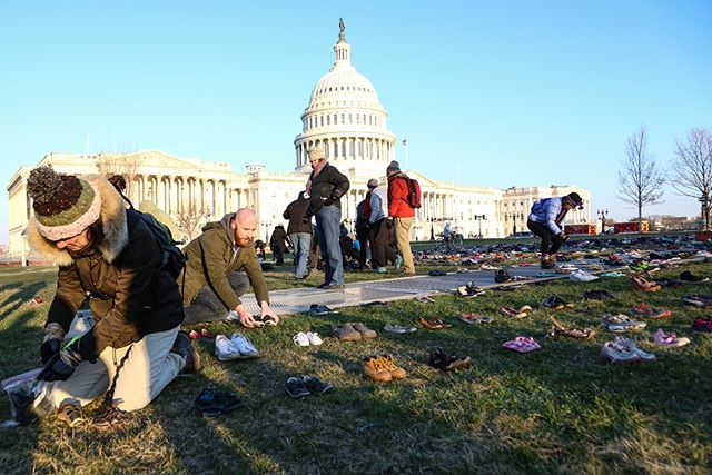 On March 13th, 2018 advocacy group @avaaz_org set up an action on the south lawn of the Capitol in which 7000 pairs of shoes from family members affected by gun violence, gun violence victims as well as celebrities like @milano_alyssa , @chelseahandler @bettemidler were displayed to memorialize the 7000 children who have been killed by gun violence since the Sandy Hook school shooting. The event took place a day before the upcoming National School Walkout.  #OnAssignment #breakingnews #breaking #reportagespotlight #WashingtonDC #protest #Canon #notiphone #photojournalism #politics #politica #protesta #shoes #GunControl #stonemandouglas #walkout #EndGunViolence #NotOneMore #NationalWalkout #activism #Parkland  Video produced for AJ+ on profile.