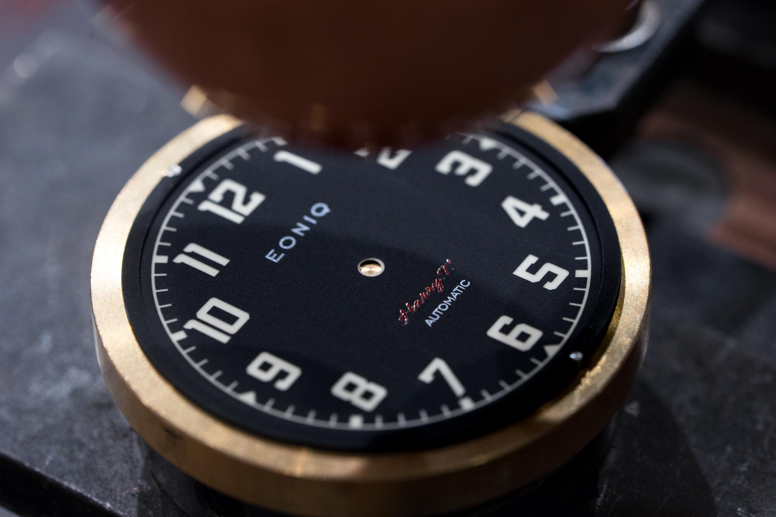 錶面移印工作坊:工作坊中所用的是一部舊式的手動移印機,讓客人可以體驗一下傳統的錶面印製方式。