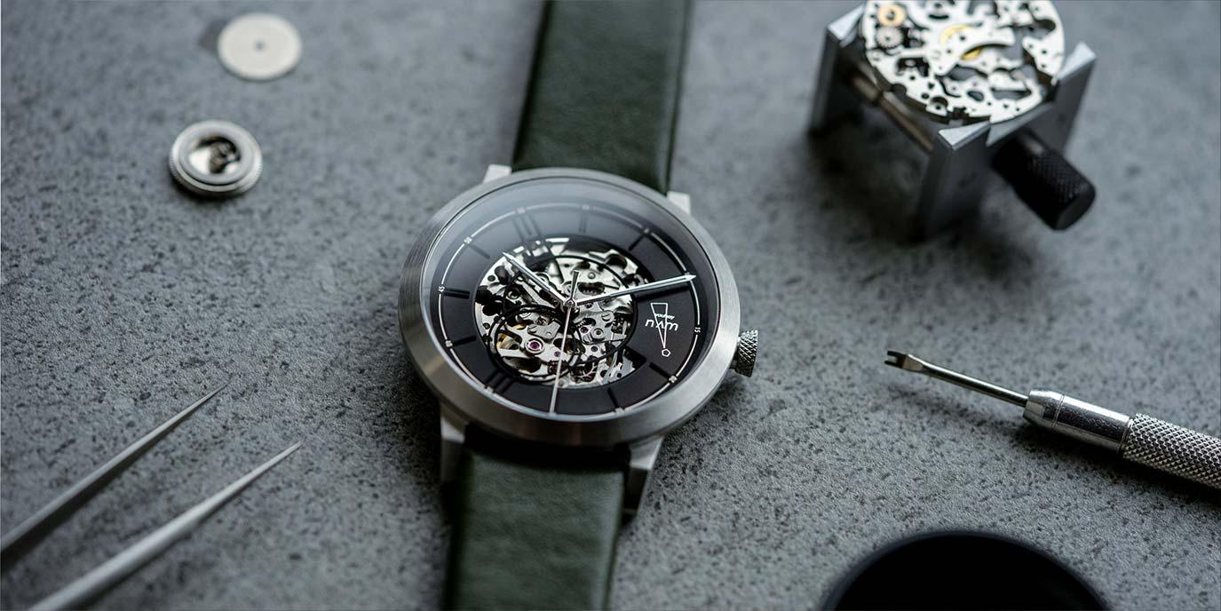 Numb Apparel x EONIQ 的個人化機械錶