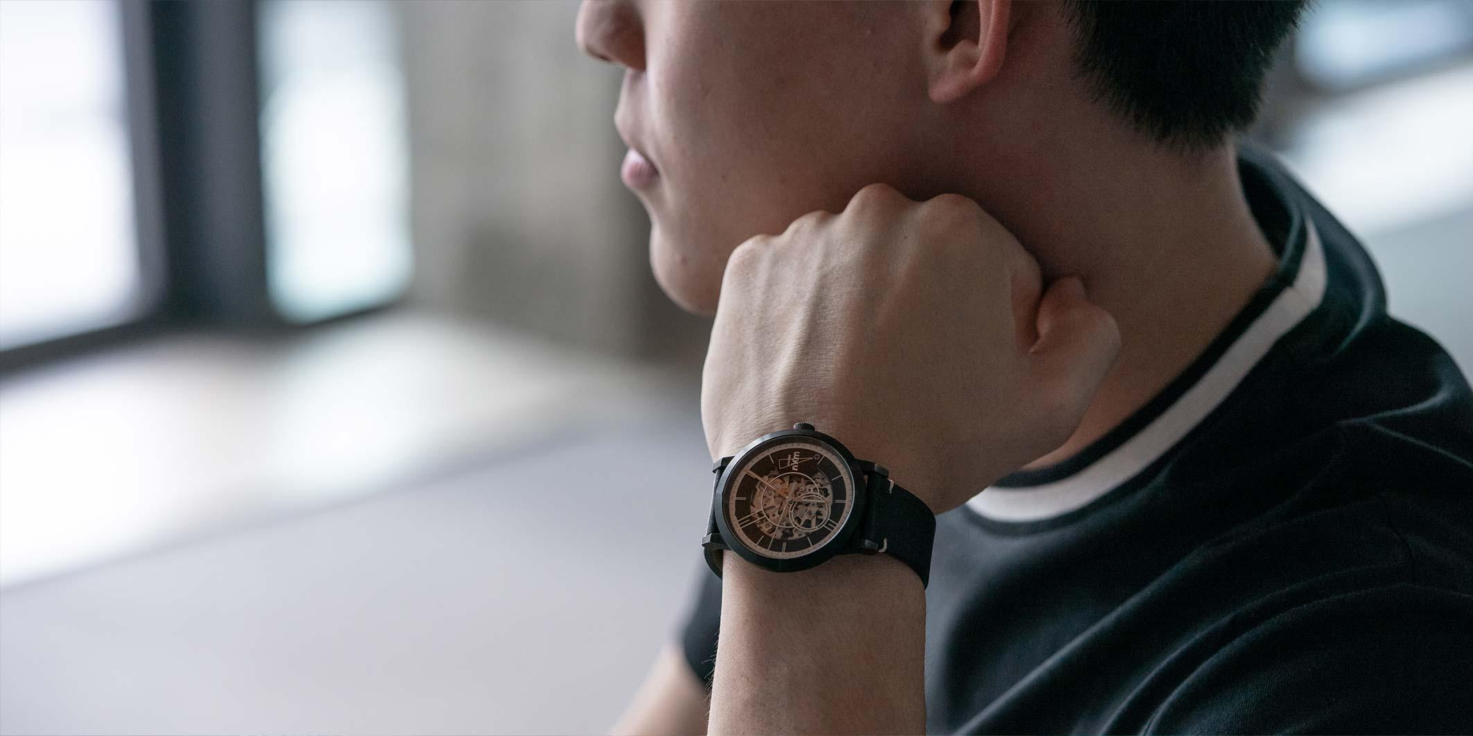 錶面設計為獨有的Numb x EONIQ 鏤空錶面設計