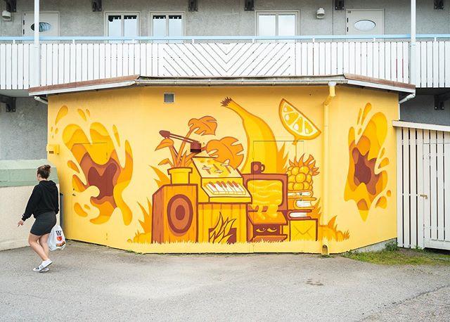 ROBE GARDEN (@robegarden) for ARTSCAPE 2019 LJUSDAL! 🍌⚡️🍋 Monochrome smoothness by native Ljusdal artist Robert Pettersson 👍 #artscape2019ljusdal #robegarden #robertpettersson #artscape #ljusdal #monochromeart #streetart #graffiti #streetartsweden #gatukonst #urbankonst #ruralmurals #hälsingland #ljusdalskommun #yellow