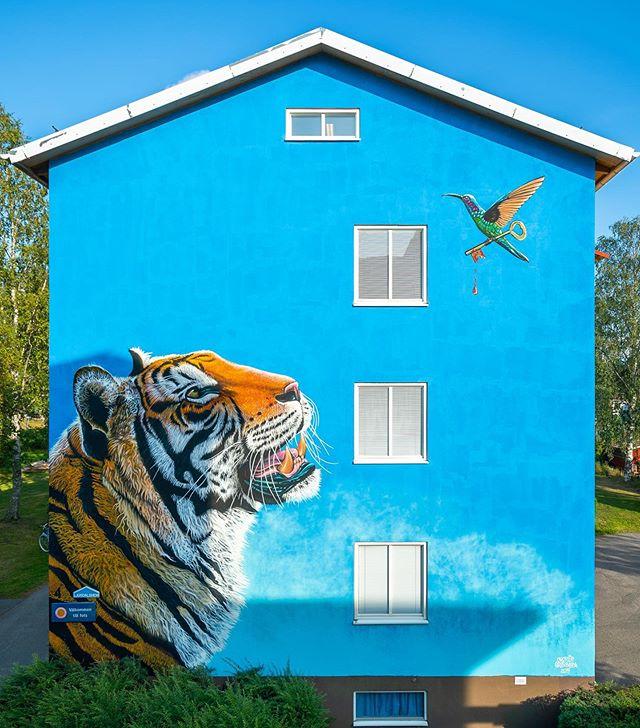 CHARLIE GRANBERG (@charliegranberg_art) for ARTSCAPE 2019 LJUSDAL! 🐯🗝🦜 #artscape2019ljusdal #charliegranberg #artscape #ljusdal #bagargränd #hälsingland #streetartljusdal #streetartsweden #swedenstreetart #tiger #muralism #ruralmurals #gatukonst #urbankonst #muralmålning #streetart #artscape2019 #artscapeljusdal #charliegranbergart