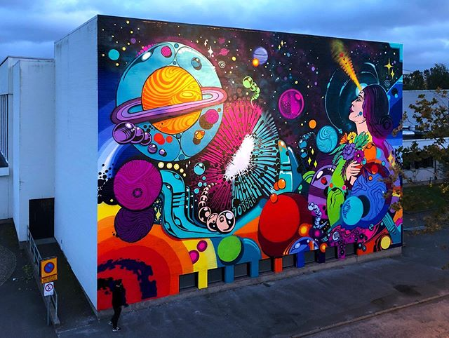 'Cosmic Love' by @spaceism for #ArtscapeSaga! Yes we know, the project ended three months ago... 🤗🙈 but we had to postpone this wall in #Alingsås due to some veeery unforeseen circumstances - and we couldn't resist catching it on the flip side! Thanks to our old friend #Space working hard around the clock creating this astronomical masterpiece 🙌🎇💜🚀 #Spaceism #Artscape #Alströmergymnasiet #cosmiclove #streetart #muralism #urbanart #spaceart #interplanetary #gatukonst #muralmålning #urbankonst