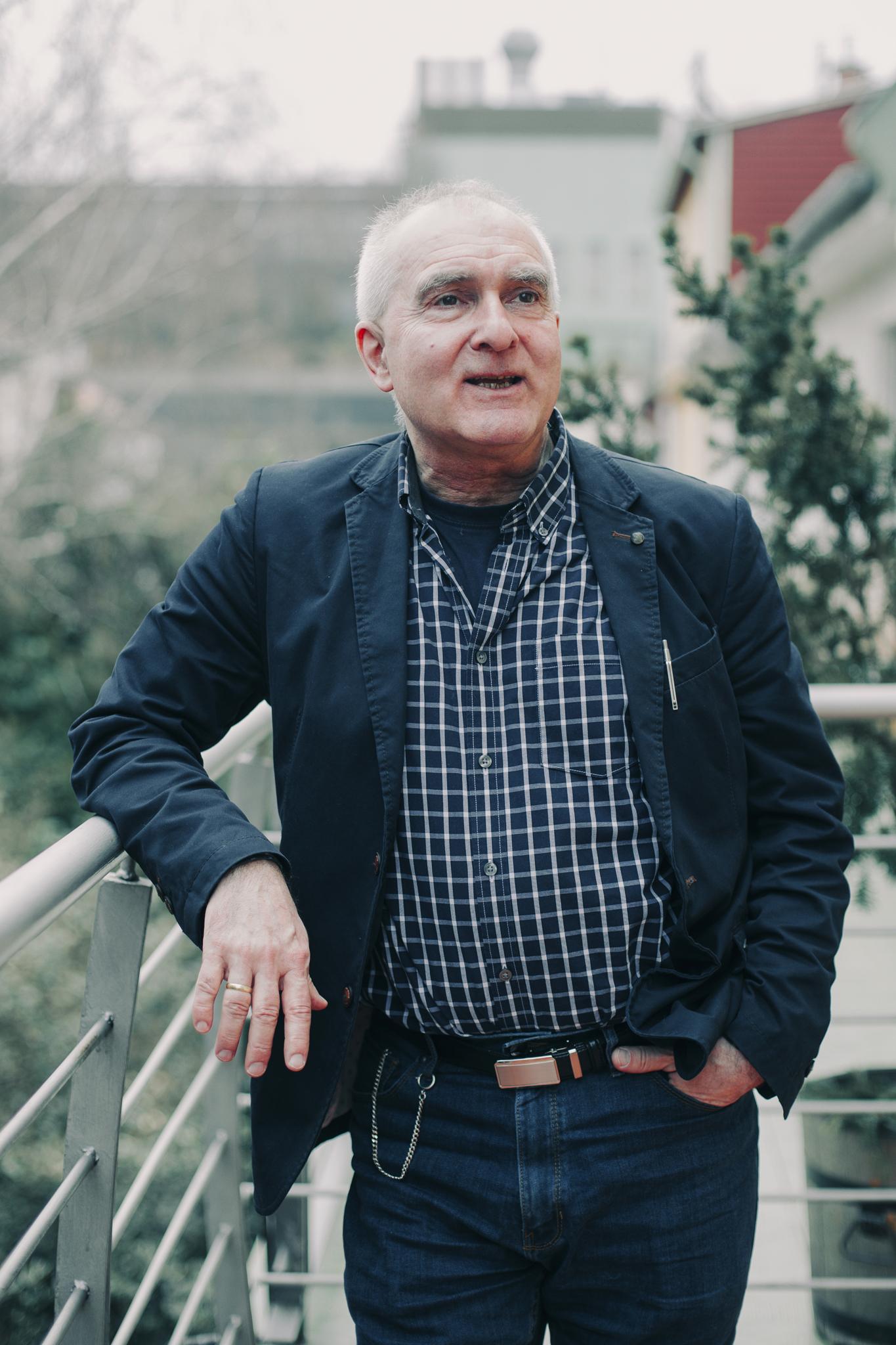 Dezsényi Péter  metakommunikáció, senior oktató