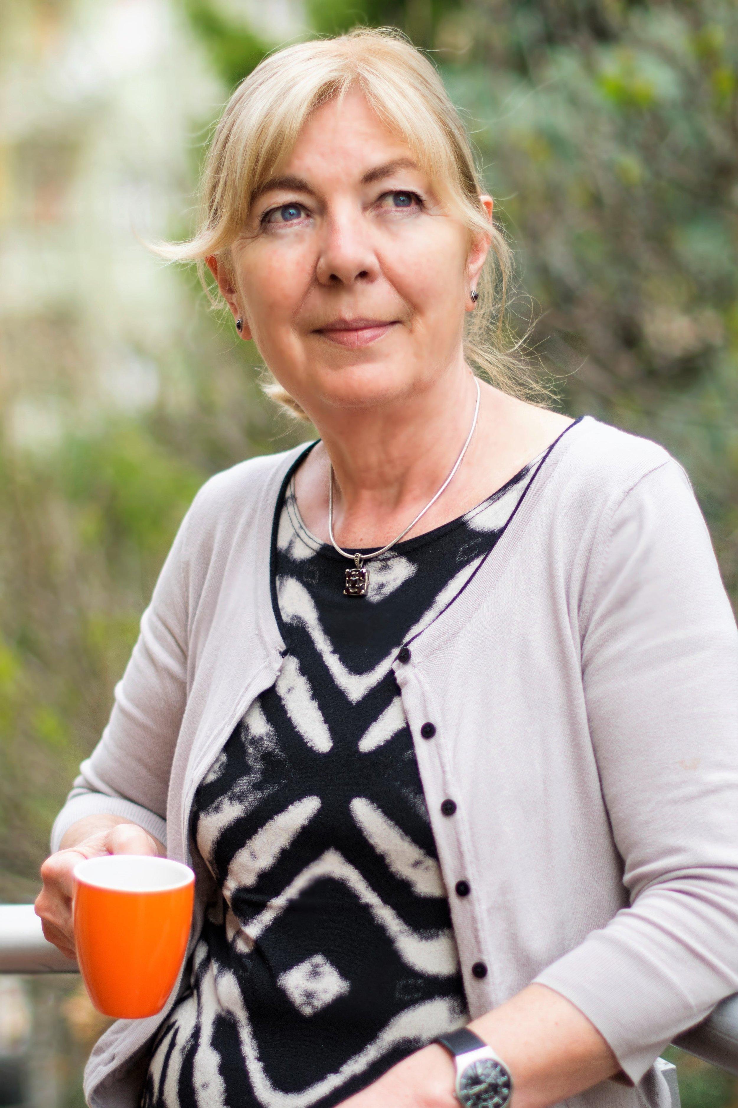 Dr. Barra Mária   alapító, ügyvezető, szakmai vezető, coach