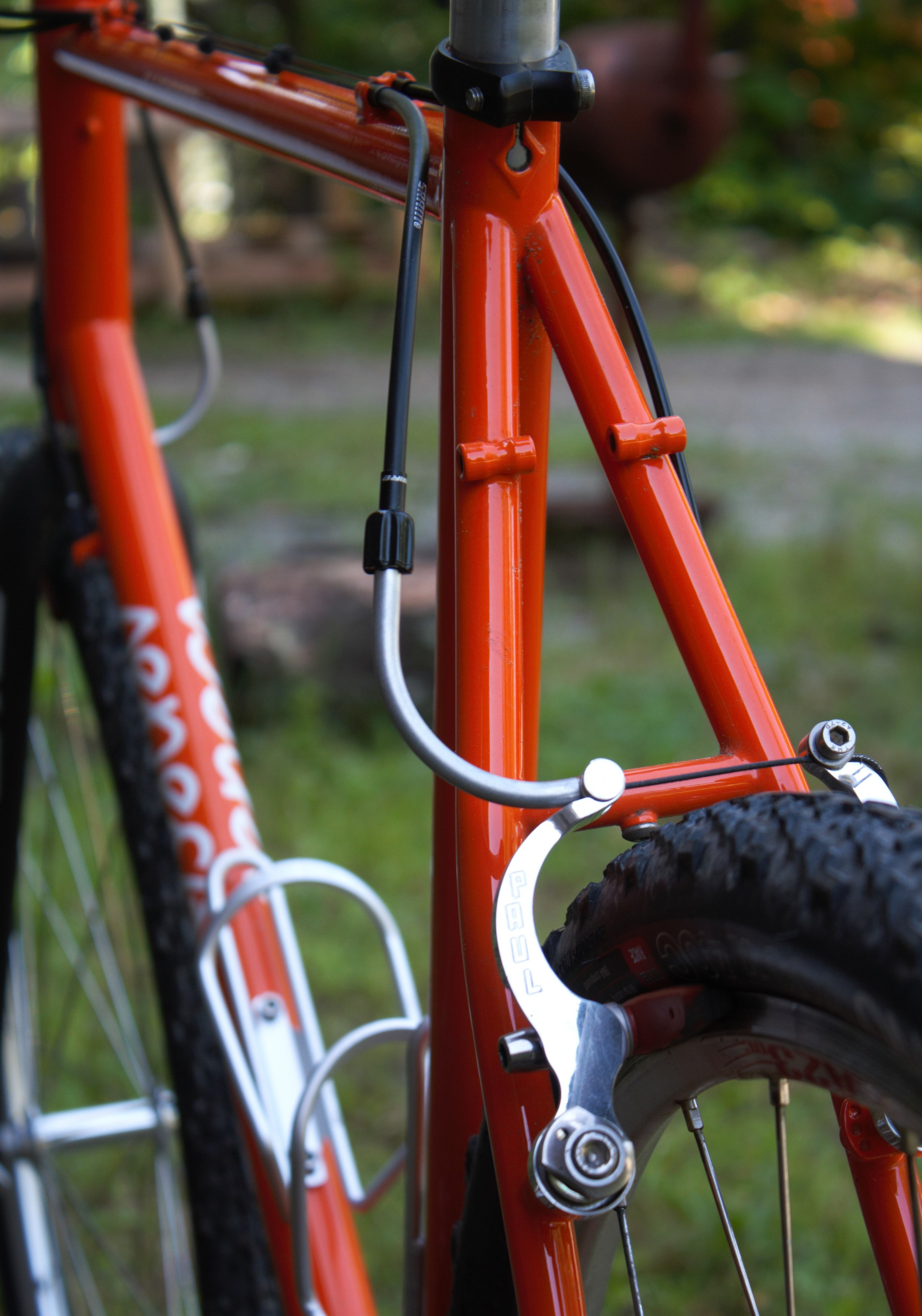 Rack and fender mounts visible. On the head tube (just visible in the upper left corner), a pump peg.