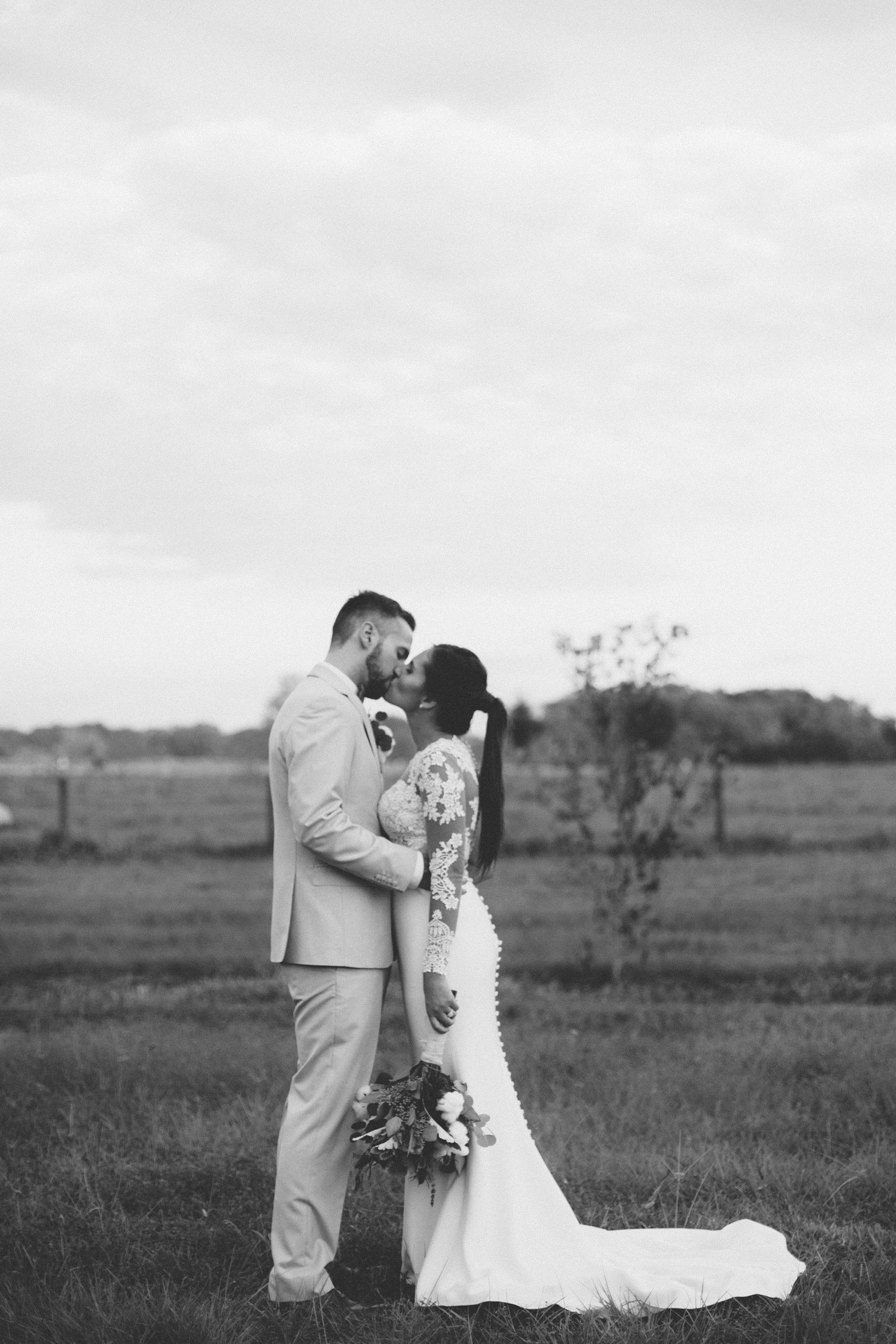 Wedding Bride Groom Portraits Plant City Florida Photographer Benjamin Hewitt Photography
