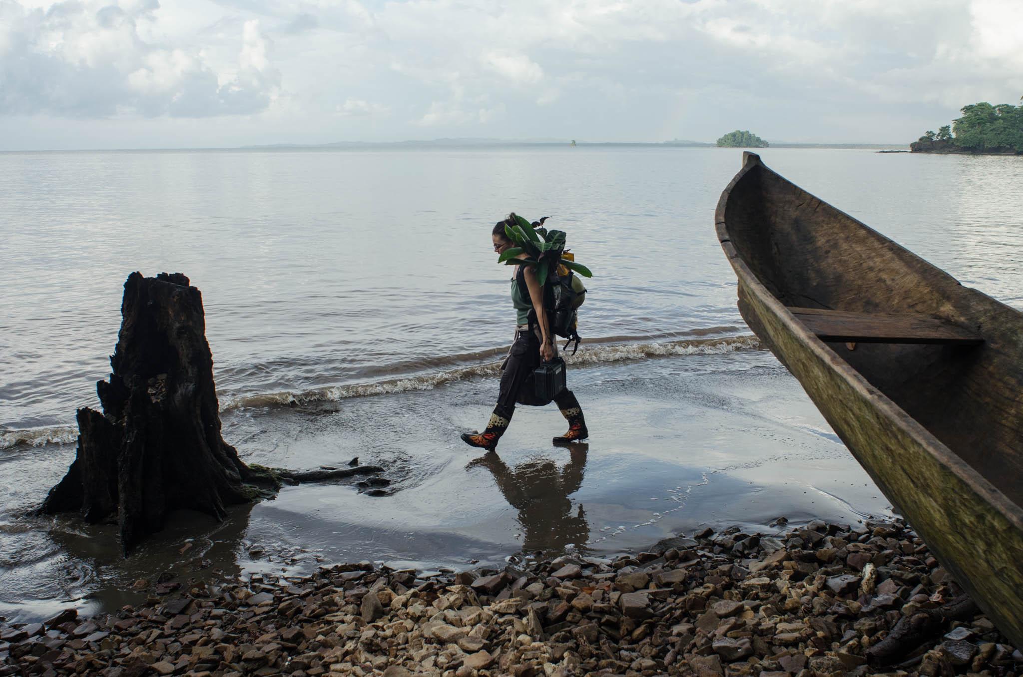 Martina Luger, Climate Specialist HorizonT 3000 & blueEnergy, walks on the beach at Bangkukuk - photo, Tom Miller