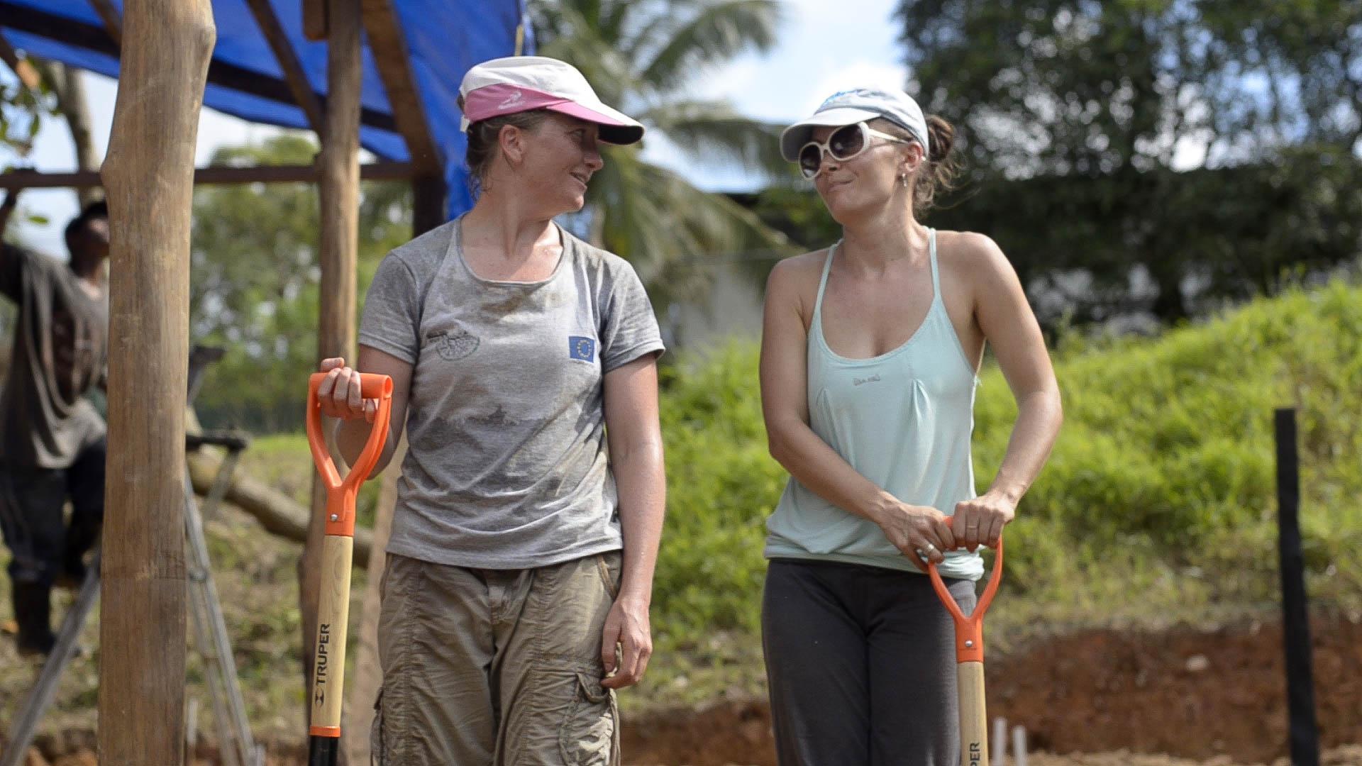 Nuin-Tara and Martina, digging at Verbo - sill, Tom Miller