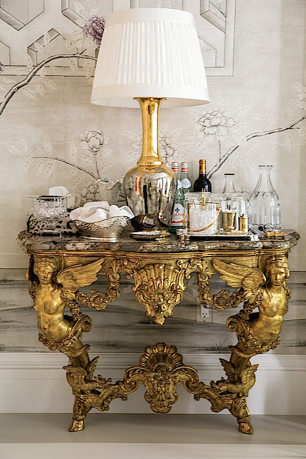 18th-century-consoles-in-Alex-Papachrisitis-Kips-Bay-Showhouse-Dining-Room.jpg