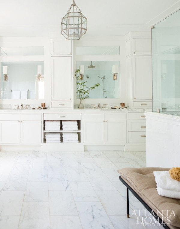 Totally loving this all-white bathroom's spare elegance