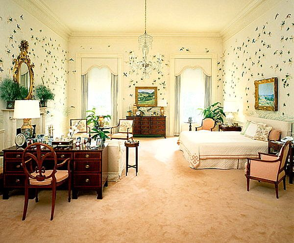 Apparently there are no photos of either the Bush or Clinton bedrooms - so here's the Reagan bedroom instead for comparison