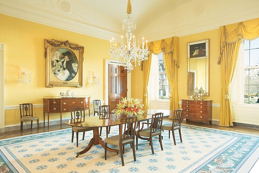 The Bush Dining room - a very elegant room and exactly the decor I'd expect to see in the White House