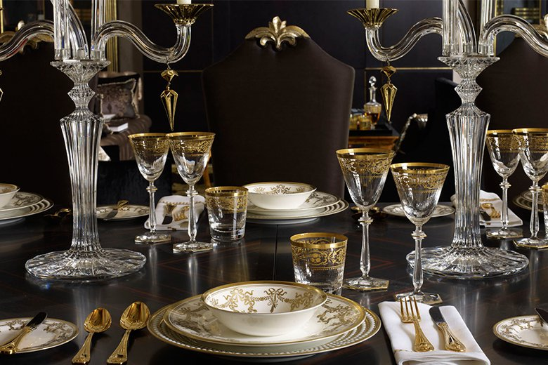 Oliver Burns - expresses classic maximalism with a pair of crystal Baccarat candelabras giving an air of formality to the place setting...the black tabletop adds to the drama