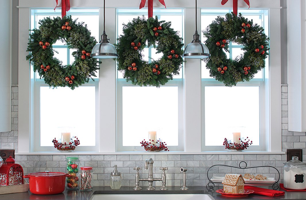 Hang decorative elements in groups of 3 or 5 for dramatic visual impact