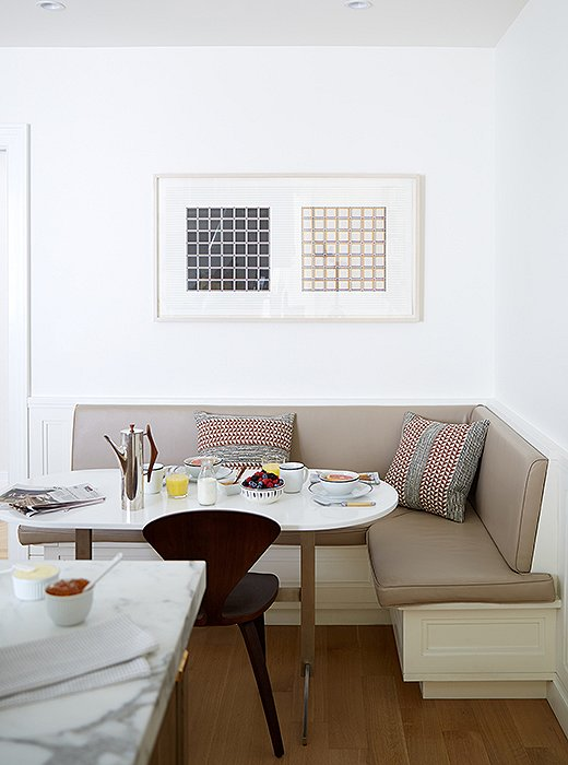 A chic alternative to the rectangular table and chair set-up is a banquette with an oval table and it's easy to add extra seating... photography Manuel Rodriguez