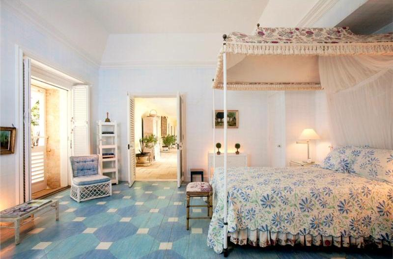 One of Bunny Mellon's guest bedrooms - the decor is relatively spare yet inviting