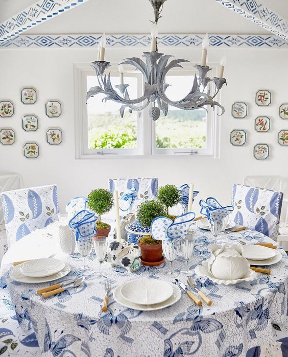 Lettuce ceramics from the Tory Burch home collection displayed in the poolhouse...Dodi Thayer originally created this signature-style in the 1960's which Tory collected, expanded on and incorporated into her own line,..read the details from one of my earlier posts  here