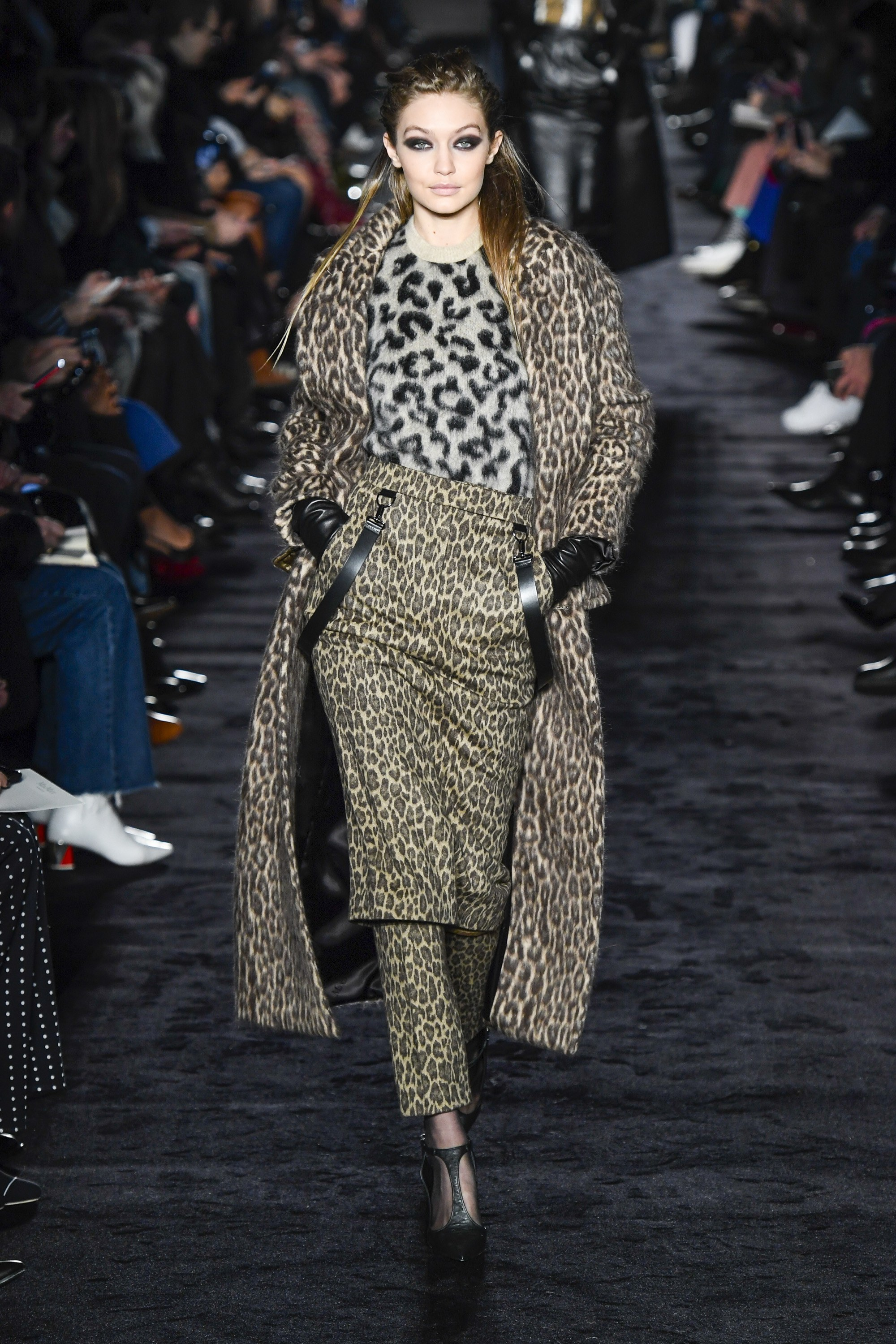 Max Mara Ready-to-Wear Fall 2018  - Maximalism is alive and well for yet another season! Styling pants under the skirt totally works for me