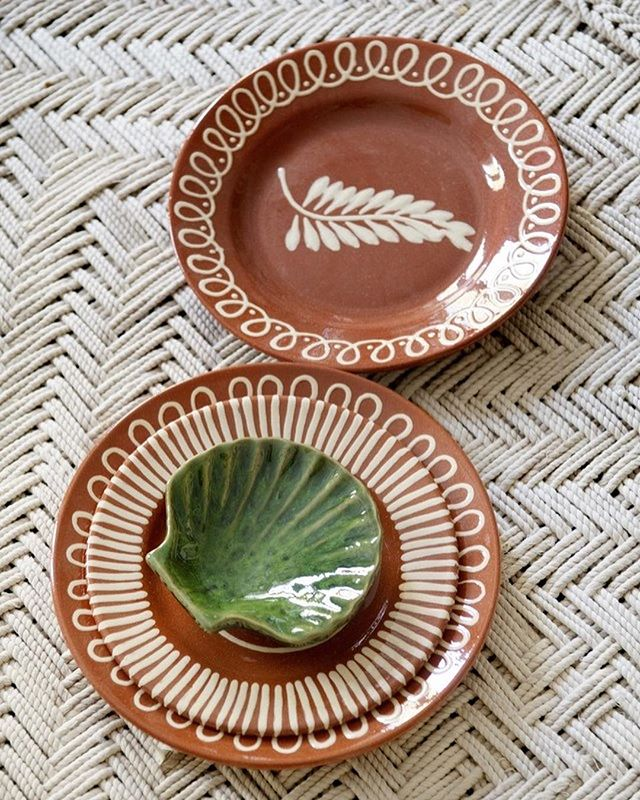 caroline-irving-and-daughters-home-place-setting-table-plate-seashell.jpg