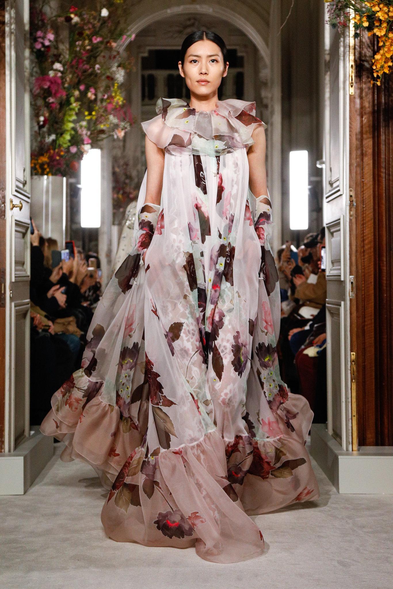 Valen-spring-2019-couture-slide-A6IK-superJumbo.jpg