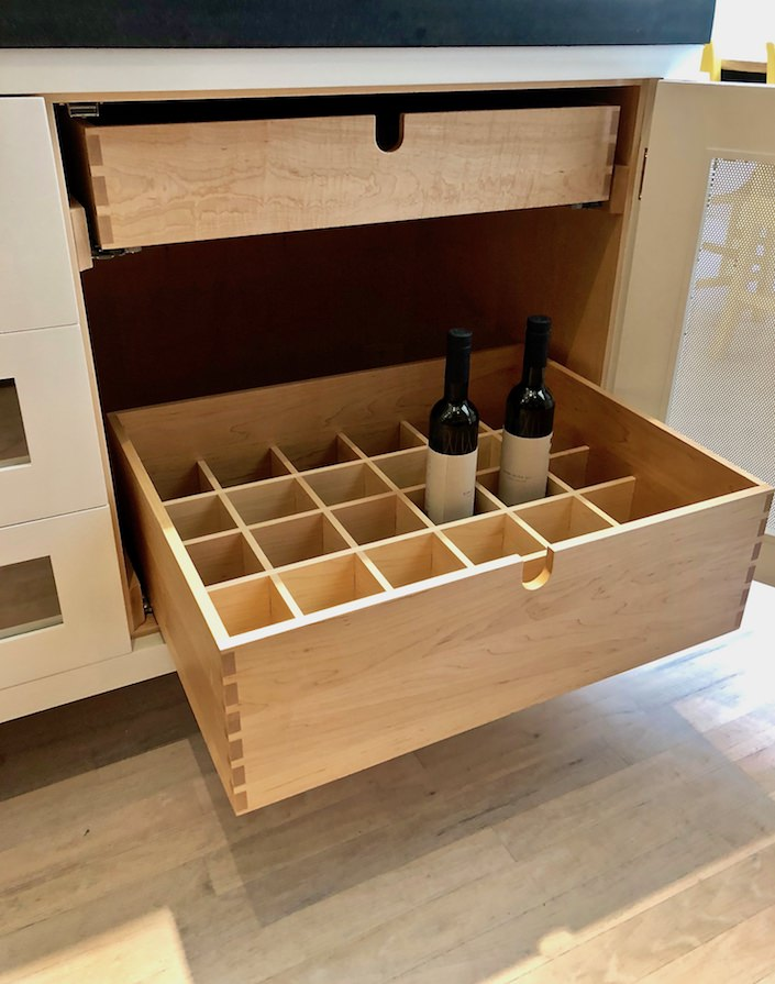 Wine drawer hand joined with dovetail joint corners