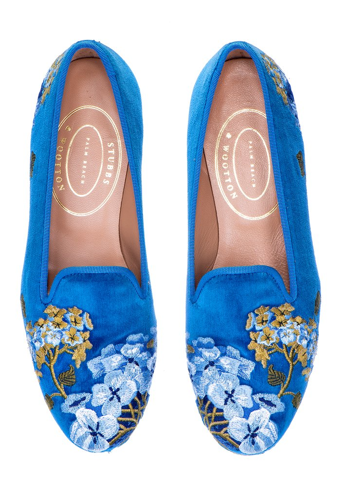 Against a stunning cobalt blue background the elaborate Hyndrangea slipper design decorates both the front and heel is trimmed with cobalt blue grosgrain trim. Reminds me of chinoiserie