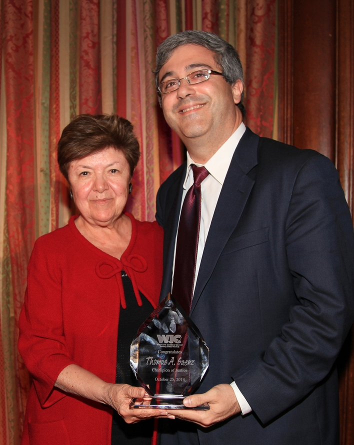 The Honorable Vilma Martinez and former U.S. Ambassador to Argentina presents the Champion of Justice Award to Thomas A. Saenz, Esq., President and General Counsel of Mexican American Legal Defense and Educational Fund (MALDEF).