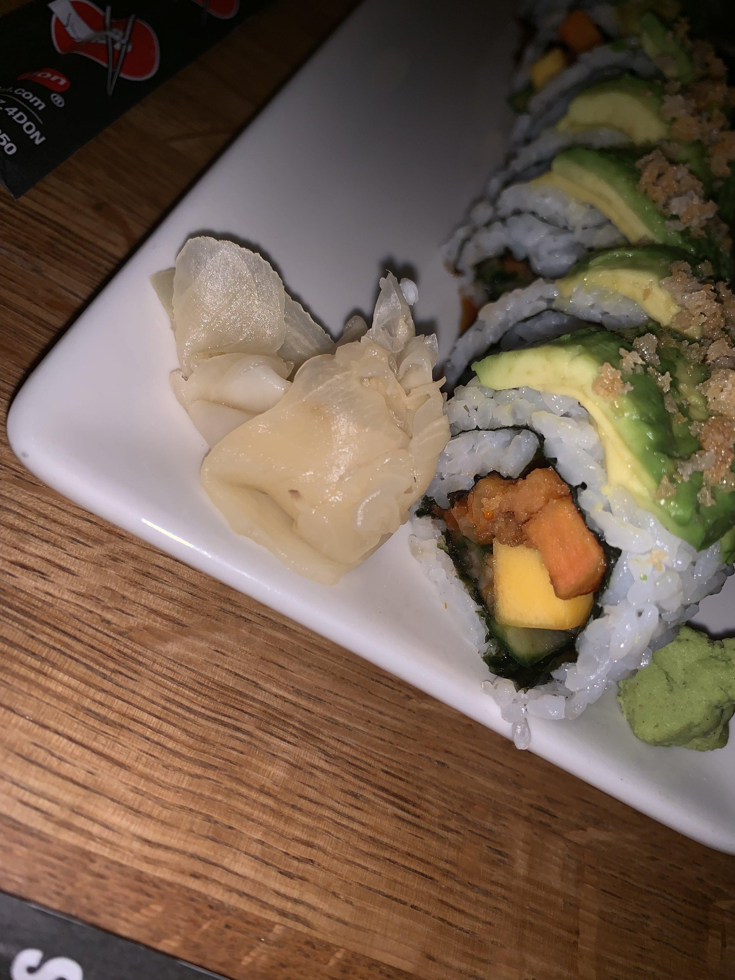 Green Dragon :  Vegan roll with avocado, yam, mango, cucumber, sriracha