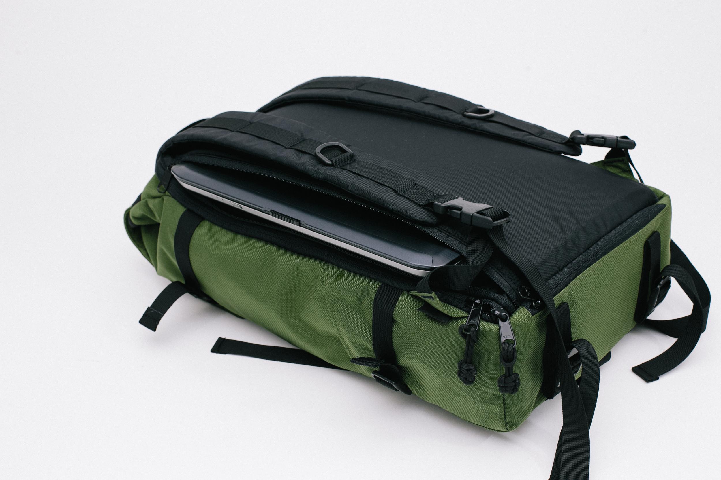TSA-friendly external laptop compartment for easy access