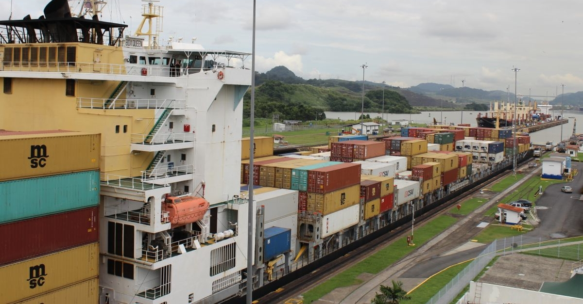 Box Queen moving out of Miraflores Locks