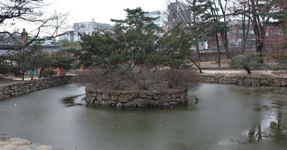 Pond at Jongmyo Shrine