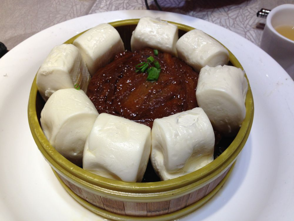 Mantou and pork
