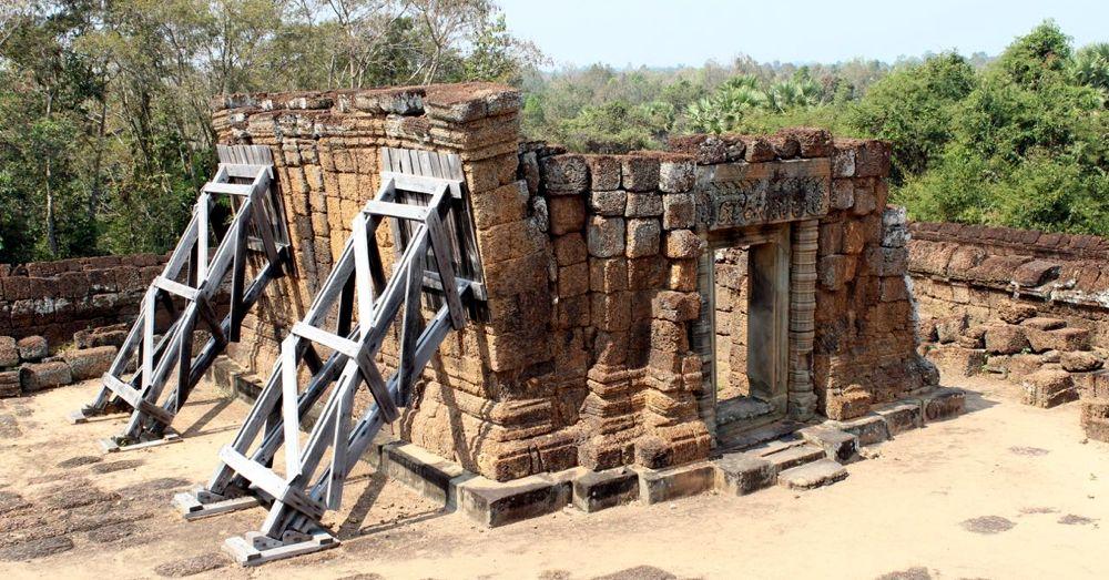 Wall Bracing, East Mebon