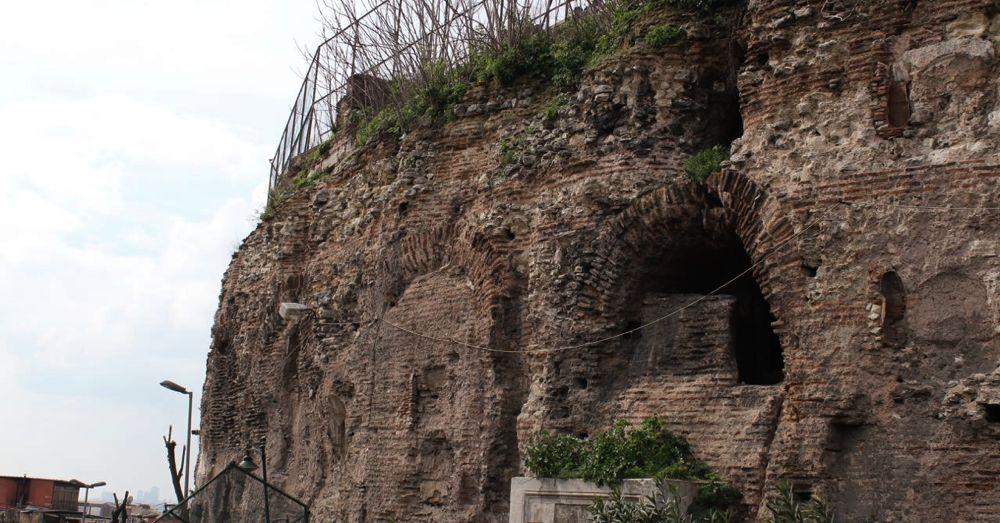 hippodrome-outer-walls-sphendone.jpg