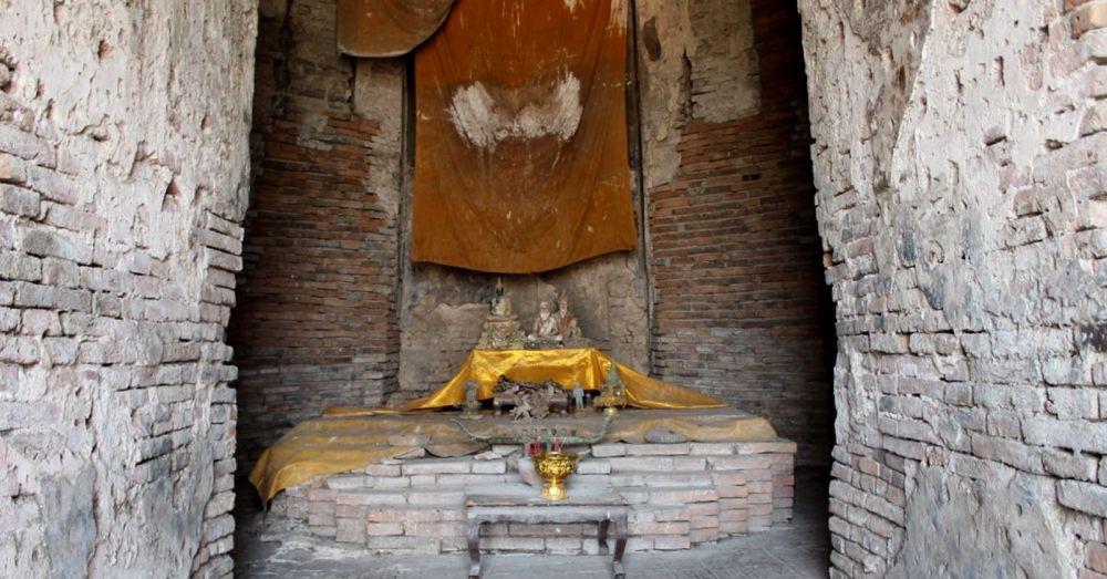 Altar at Wat Chaiwatthanaram